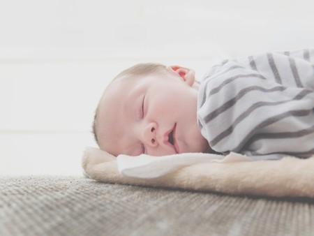 Cómo devolver la calma a las noches de los niños con piel atópica (y a sus padres)