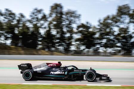 Lewis Hamilton lidera unos igualados entrenamientos en Montmeló y el Alpine de Fernando Alonso promete