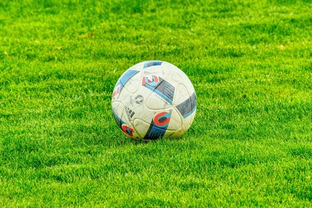 El próximo acuerdo entre Telefónica y Netflix: un paso más hacia el adiós del fútbol en los operadores