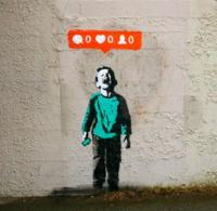 El arte callejero de iHeart reflexiona sobre la cultura del Social Media