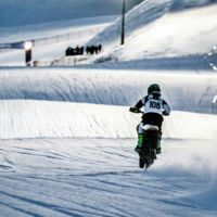 Snow Speed Hill Race: nieve, motos y carreras frenéticas ¿Quién dijo frío?