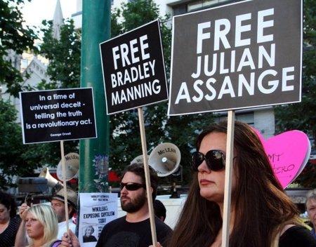El tribunal británico aplaza la decisión sobre la extradición de Assange
