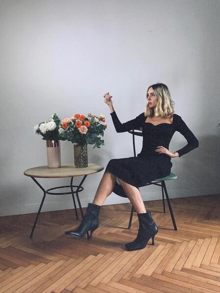 De escote corazón, largo midi y color negro: el vestido que adoran en Instagram lo firma Mango y promete máxima comodidad