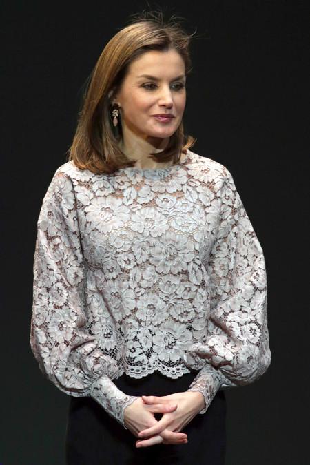Doña Letizia se apunta a las rebajas de Zara en su último look