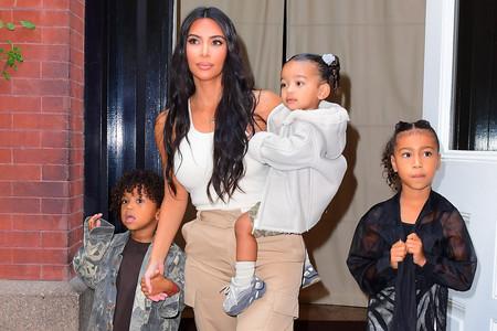 Kim Kardashian nos inspira para hacernos con unos pantalones cargo este otoño