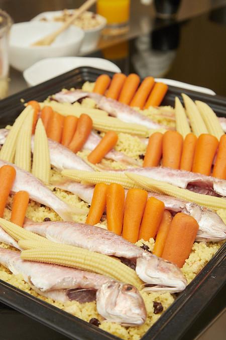 salmonetes cocinados a 65º con un 25 % de vapor, acompañados de un cuscus con avellanas, pasas y verduras. Truco para el cuscus: añadir una vez este listo un chorro de zumo de naranja.