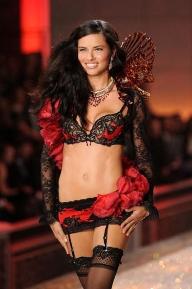 Desfile de Victoria's Secret 2011... y los ángeles bajaron del cielo