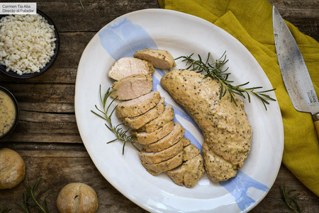 Solomillo de pavo en salsa de mostaza y romero, receta fácil para comer de lujo un día de diario (o para una ocasión especial)