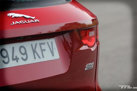 Jaguar F-PACE logo trasero