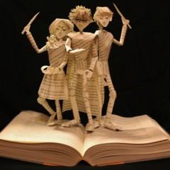 Foto 1 de 5 de la galería esculturas-en-libros en Papel en Blanco