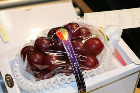 Ruby Roman: la uva japonesa del tamaño de una pelota de ping-pong que se llega a vender a 10.778 euros el racimo