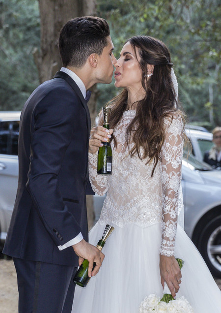Melissa Jiménez y Marc Bartra ya son marido y mujer. Así es el vestido de novia de la periodista