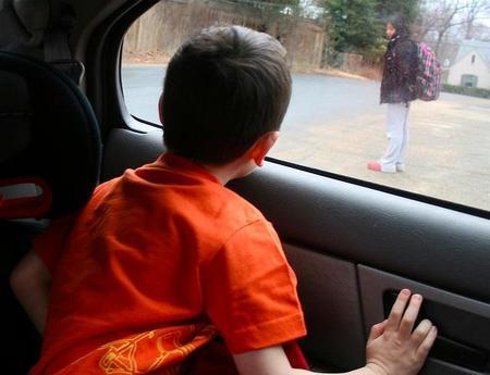 La ruleta rusa de los viajes en coche para los niños: ir sin el sistema de retención