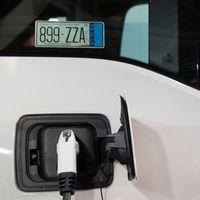 La CRE da un paso al futuro: cualquiera podrá instalar una estación de carga para autos eléctricos en México y vender electricidad