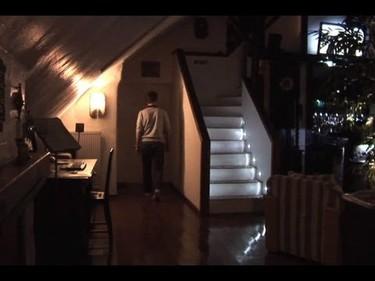 Escaleras con LEDs y sensor de movimiento
