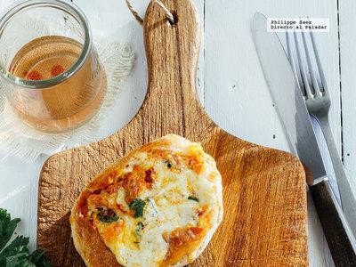 Panecillos rellenos de chorizo y mozzarella. Receta fácil para el aperitivo