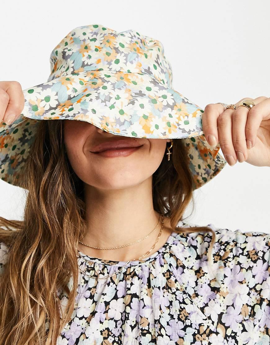 Sombrero de pescador con estampado floral exclusivo de Only.