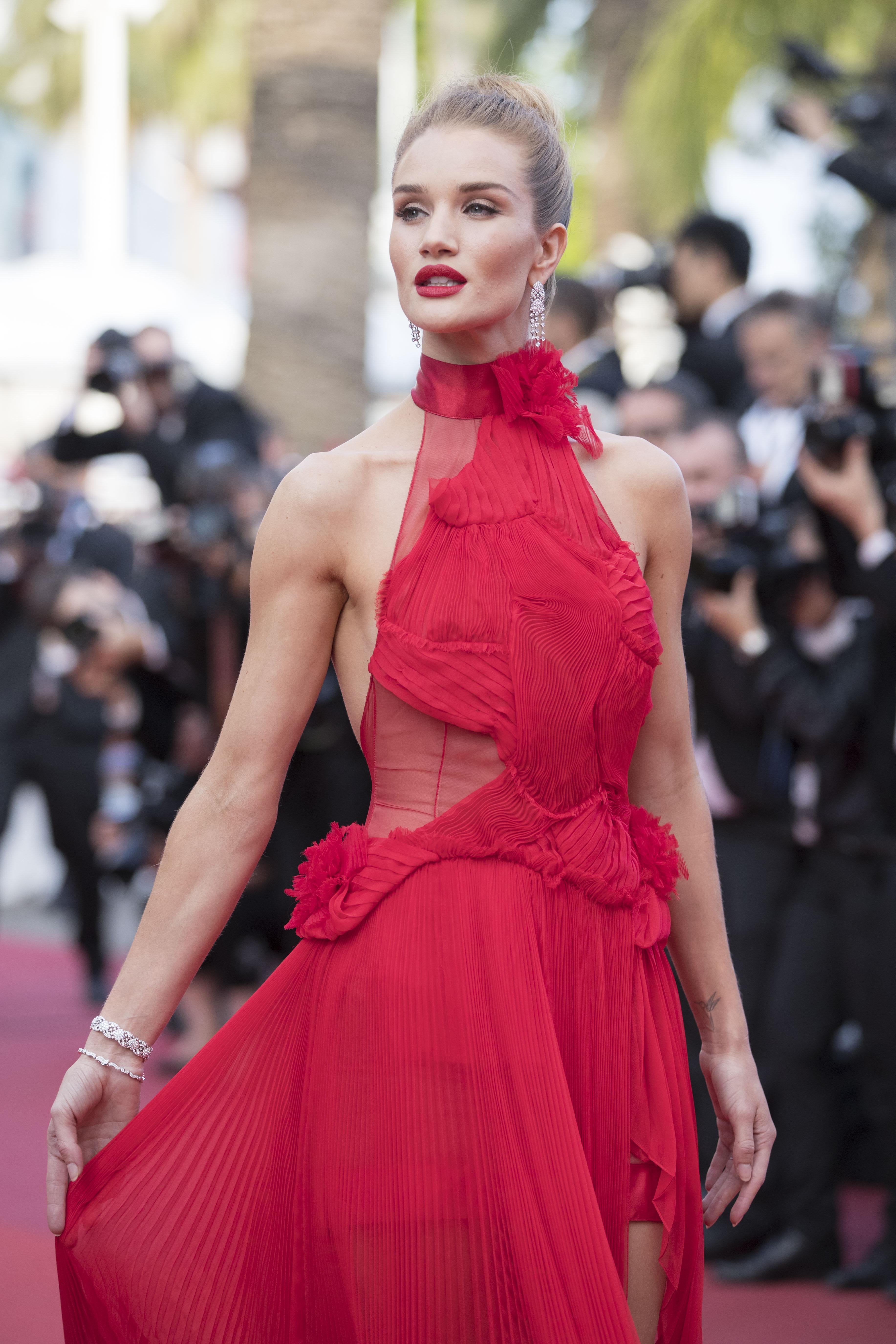 The unknown girl la alfombra roja con m s top models por for Alfombra por metro