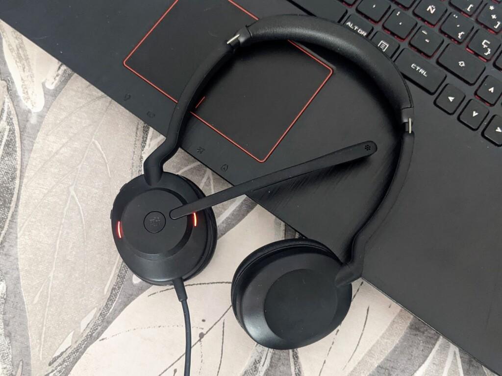 Jabra Evolve2 30: estos auriculares certificados para Microsoft Teams son una opción muy completa para teletrabajar pese a su ajustado precio