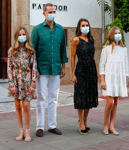 Doña Letizia, la princesa Leonor y la infanta Sofía lucen en Mérida tres vestidos perfectos de verano: lencero, de flores y blanco