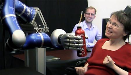 Un implante cerebral podría ser la solución a la parálisis