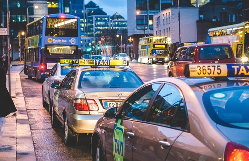 Los taxistas contra Uber y Cabify: así hemos llegado a esta situación
