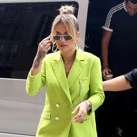 Rita Ora Vs. Zendaya, dos maneras de llevar traje-pantalón en plena Gran Manzana