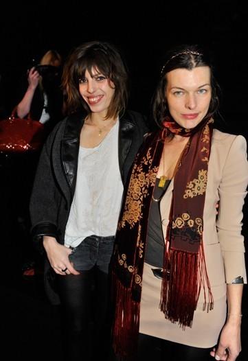 Front row en el desfile de Nina Ricci: Milla Jovovich y Lou Doillon