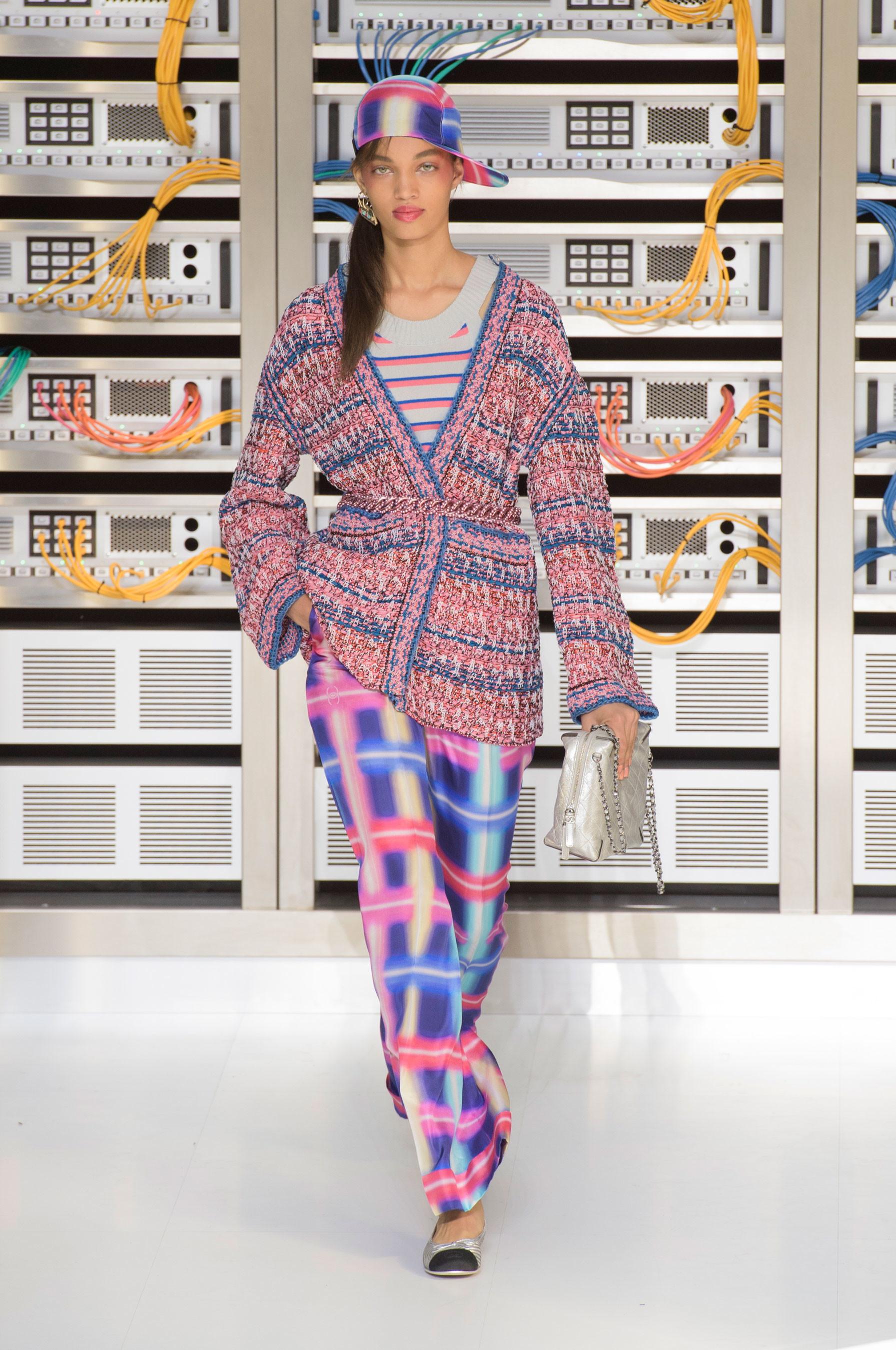 Foto de El regreso al futuro de Chanel en su colección Primavera-Verano 2017 (55/96)