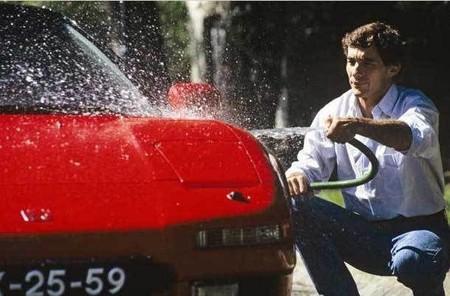 Ayrton Senna y su Honda NSX rojo