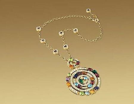 Colgante Bvlgari Astrale, un lujo de piedras preciosas y semipreciosas