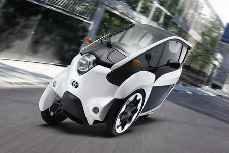 El Toyota i-Road es puesto a prueba en pleno Tokio