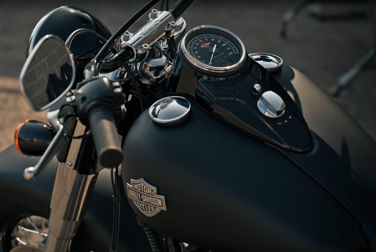 Foto de Harley Davidson FLS Softail Slim (2/9)