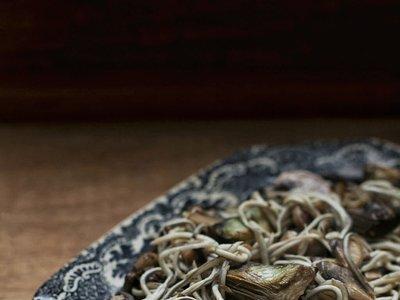 Salteado de hortalizas y gulas. Receta rápida y deliciosa