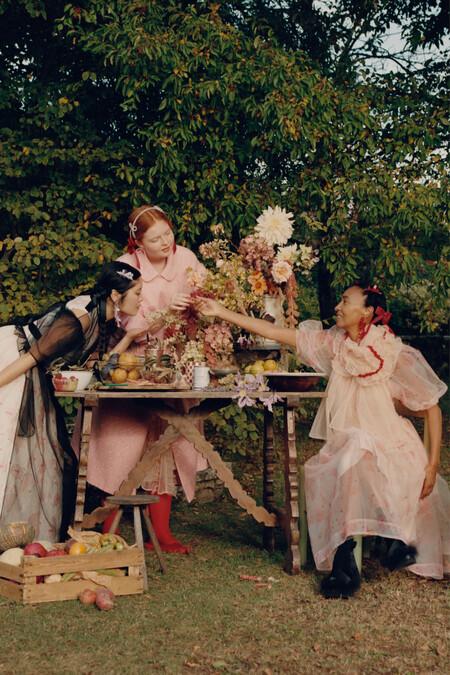 Delicada, romántica y con reminiscencias al 'cottagecore': así es la campaña de la colección 'Simone Rocha x H&M'