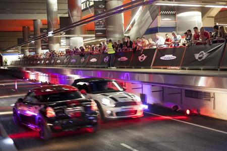 Mini Metro Race: los Mini John Cooper Works se adueñan del metro de Madrid