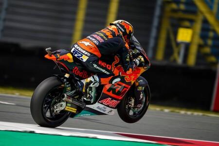Raúl Fernández prolonga su remontada en Silverstone opacando la resurrección de Jorge Navarro