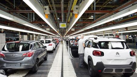 No, Francia no ha exigido a Renault y al Grupo PSA repatriar la producción de coches, pero sí ha pedido relocalizar una parte