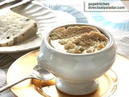 Receta de sopa de cebolla al queso azul