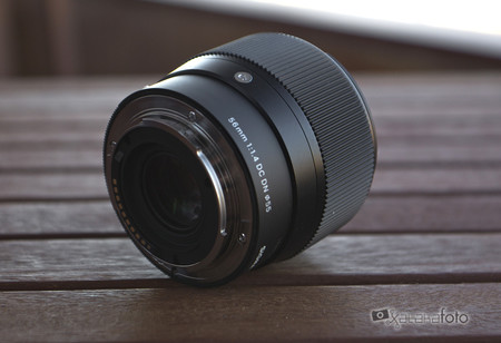 Sigma 56mm F14dcdn 06