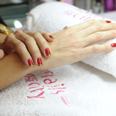 Foto 2 de 3 de la galería manicura-red-golden-cristmas-de-nails-and-the-city en Trendencias