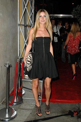 06542_nicky_hilton_2008-09-30_-_celebrating_the_launch_of_paris_hilton56s_my_new_bff_4135_122_746lo.jpg