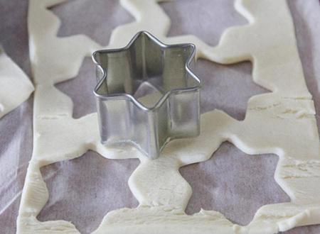 Estrellas de hojaldre rellanas de paté de champiñones
