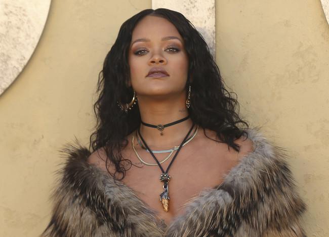 Rihanna desvela en un vídeo todos los secretos de su viaje a Malawi, y es mucho más inspirador de lo que creíamos