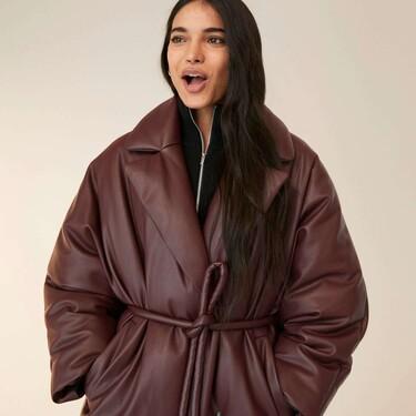 Clonados y pillados: Mango lanza un abrigo inspirado en un diseño de Prada y otro de Balenciaga