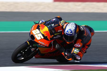 Raúl Fernández estrena su idilio con KTM marcando el mejor tiempo en el primer día de Moto3 en Catar