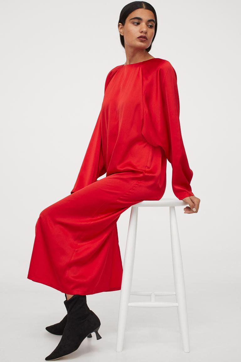 Vestido evasé en rojo satinado