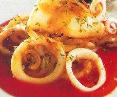 Calamares con tomate