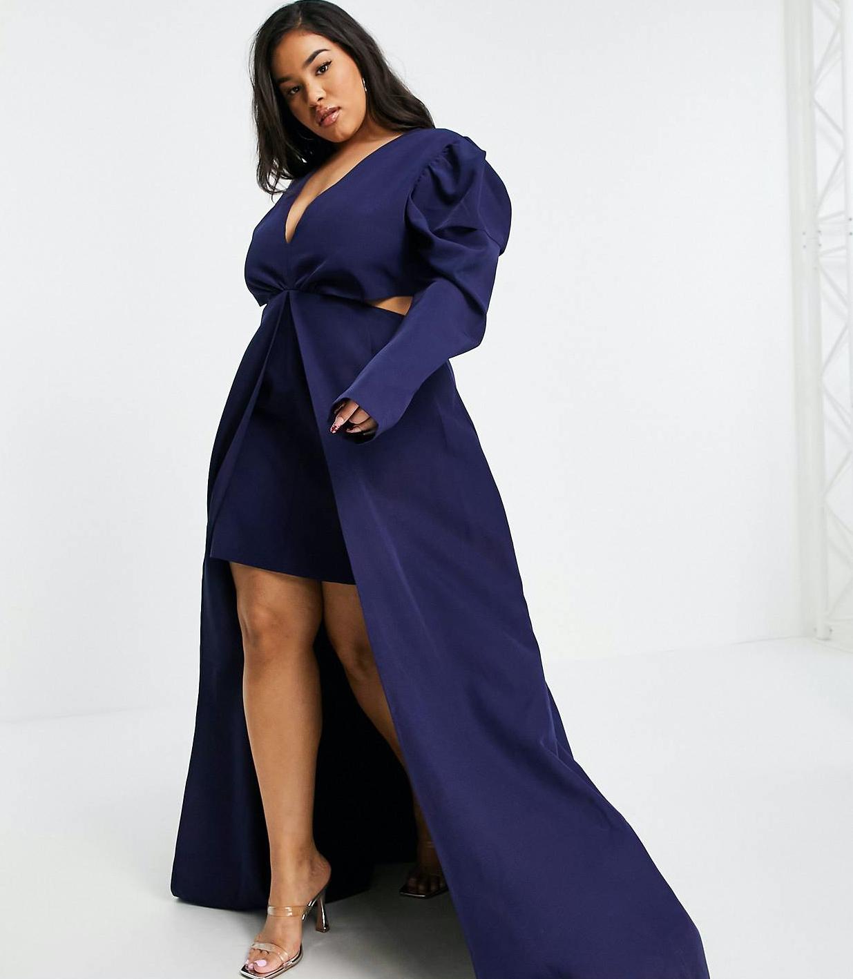 Vestido corto azul marino de talla grande con diseño asimétrico, mangas abullonadas y cola de Yaura