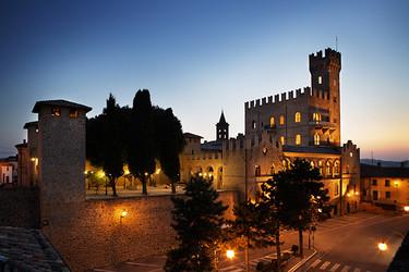 Castillo italiano en venta ¿Te animas?